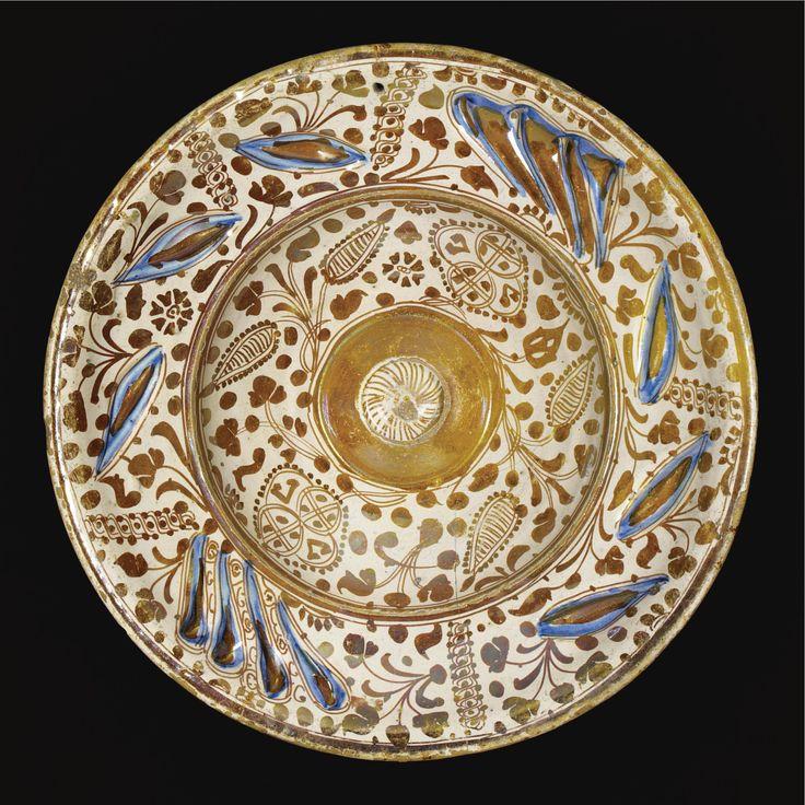AN HISPANO-MORESQUE LUSTRE POTTERY DISH, PROBABLY VALENCIA, SPAIN, 1525-60