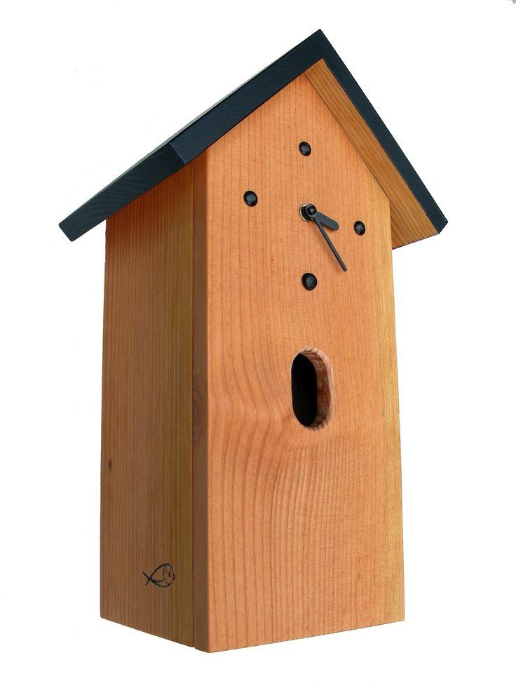 Nistkastenuhr h46-ns für den Gartenrotschwanz. Eine dekorative Wanduhr für Terrasse und Garten kombiniert mit einem Nistkasten für Vögel aus witterungsbeständigem Holz der Douglasie, zu 100% hergestellt im Schwarzwald