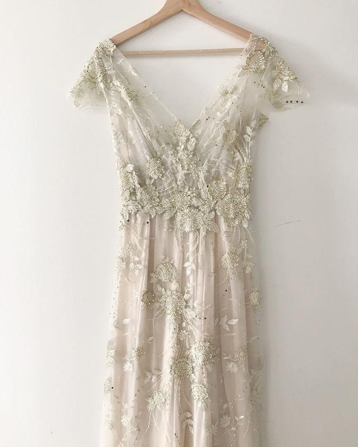 romantic vintage lace wedding dress Pinterest: tobieornottobie