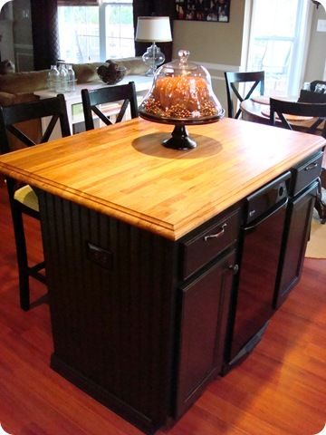 Paint cabinets with out sandingPainting Kitchens Cabinets, Thrifty Decor Chicks, Painting Furniture, Dark Cabinets, Black Cabinets, Kitchens Tables, Cabinets Painting, Kitchens Islands, Painting Cabinets