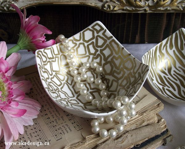 Gold sharpie and an oven jazz up these plain white ceramic bowls! I'm in.