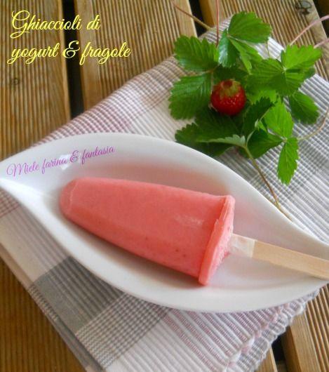 Ghiaccioli di yogurt con fragole