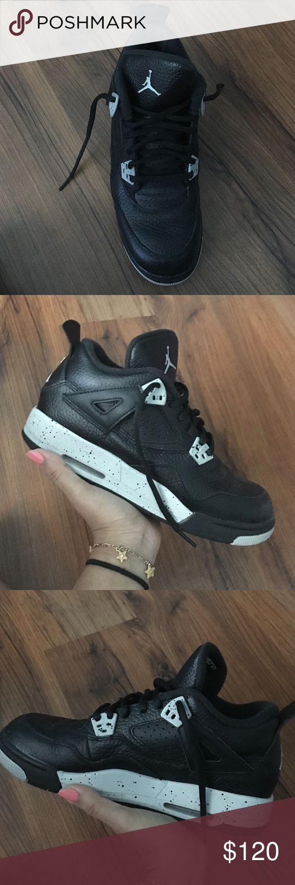 Jordan Oreo 4's Brand New!! Only wore them a few times. (don't have the box though..) Jordan Shoes Sneakers