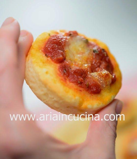 Blog di cucina di Aria: Pizzette velocissime con yogurt greco e farina