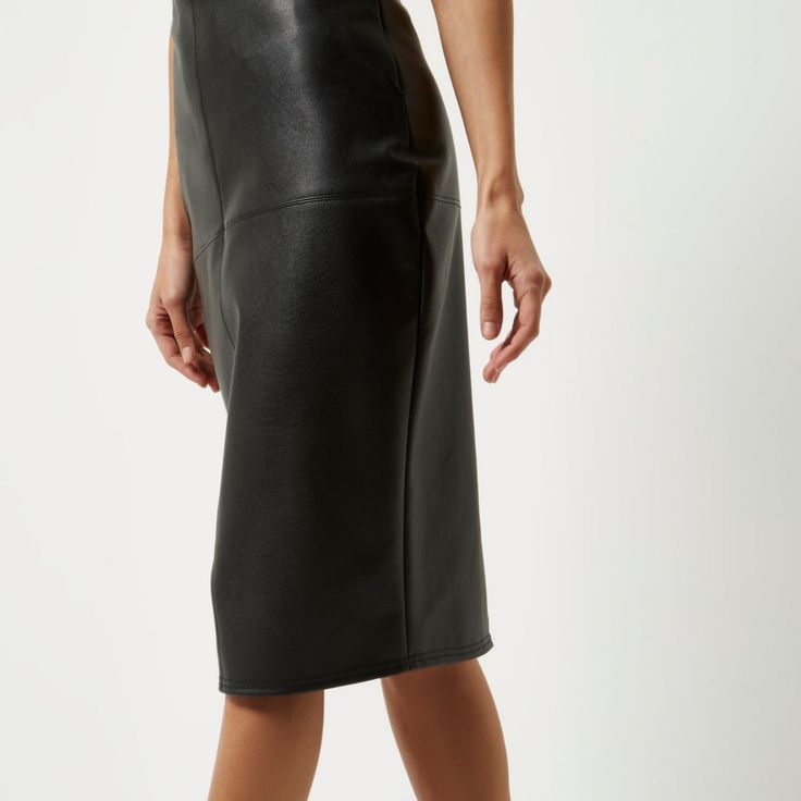 Faux leather fabric Seam and panel detail Zip back fastening Pencil skirt Midi length Our model wears a UK 8 and is 175cm/5'9'' tall