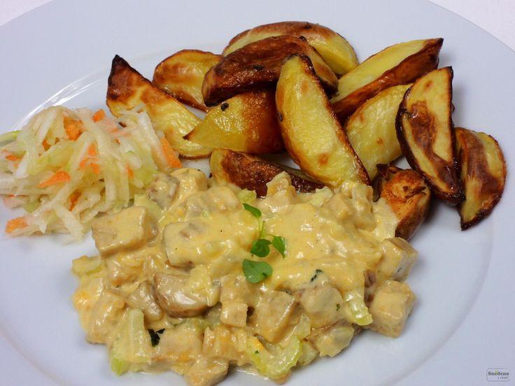 Tempeh na smetaně s pečenými brambory a zeleninovým salátem