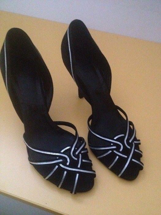 Dior - schoenen  Mooie Dior-schoenen met de originele doos en stof tas.Grootte: 385.  EUR 35.00  Meer informatie