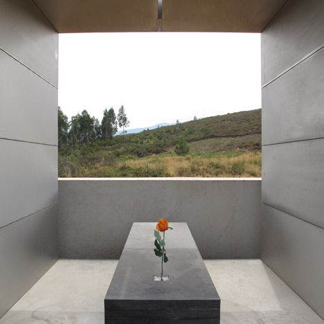Family Tomb by Pedro Dias recessed flower