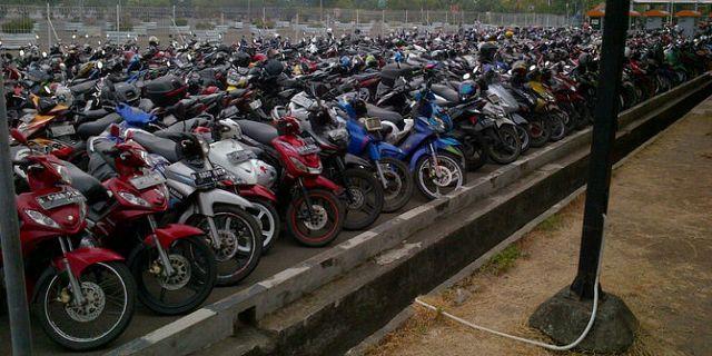 Стоянка для байков в аэропорту, парковка для байков, мотоциклов