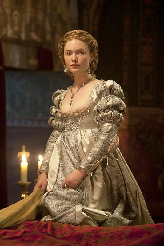 Lucrezia Borgia, The Borgias - Costumes from The Borgias would make amazing Shakespeare pieces!