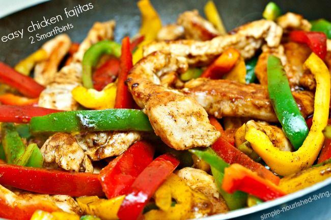 easy chicken fajitas 2 weight watchers smart points, 216 calories https://simple-nourished-living.com/2016/05/weight-watchers-recipe-easy-healthy-chicken-fajitas-2-smartpoints/