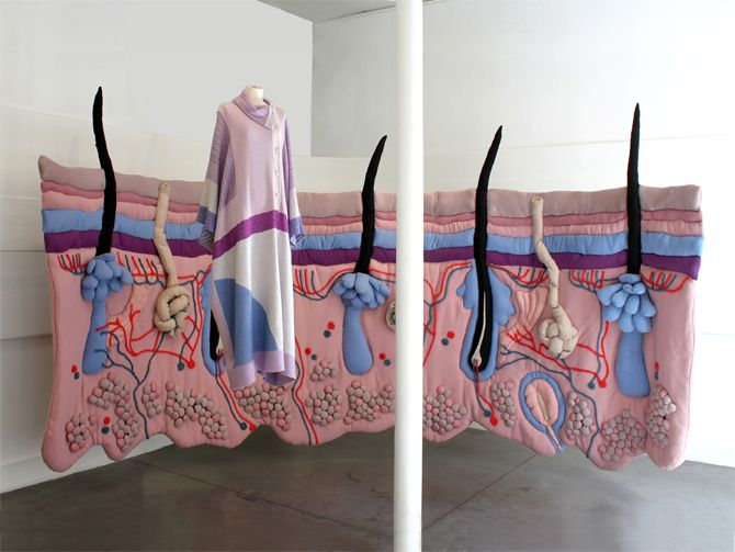 under the skin installation textile / Emilie Faïf/ vitrine Tsumori Chisato