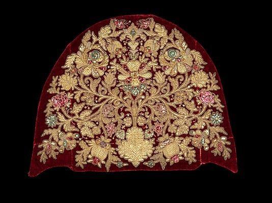 Русская вышивка: кокошник, украшенный золотом, XIX век #embroidery
