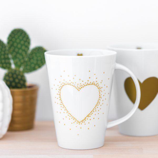 handbemalte Porzellantasse mit Herz aus goldenen Punkten • Onlineshop www.prettypott.de #tasse #punkte #geschenk