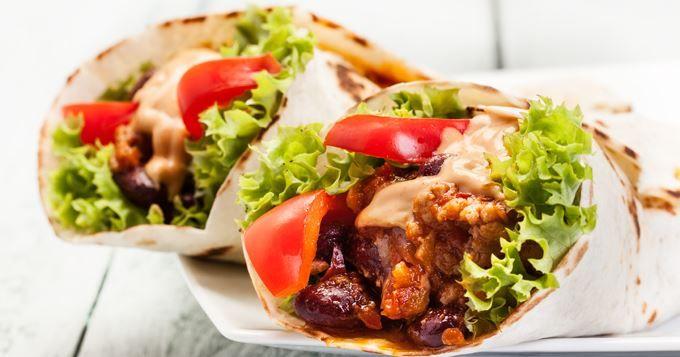 Fajitas aux légumes d'été : http://www.cuisineaz.com/recettes/fajitas-aux-legumes-d-ete-grilles-82433.aspx