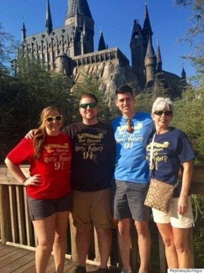 Se são fãs da saga Harry Potter, preparem-se para o pedido mais fofo e moderno. Derreck James Walker, um superfã da história de JK Rowling, foi ao parque de diversão Wizarding World of Harry Potter…
