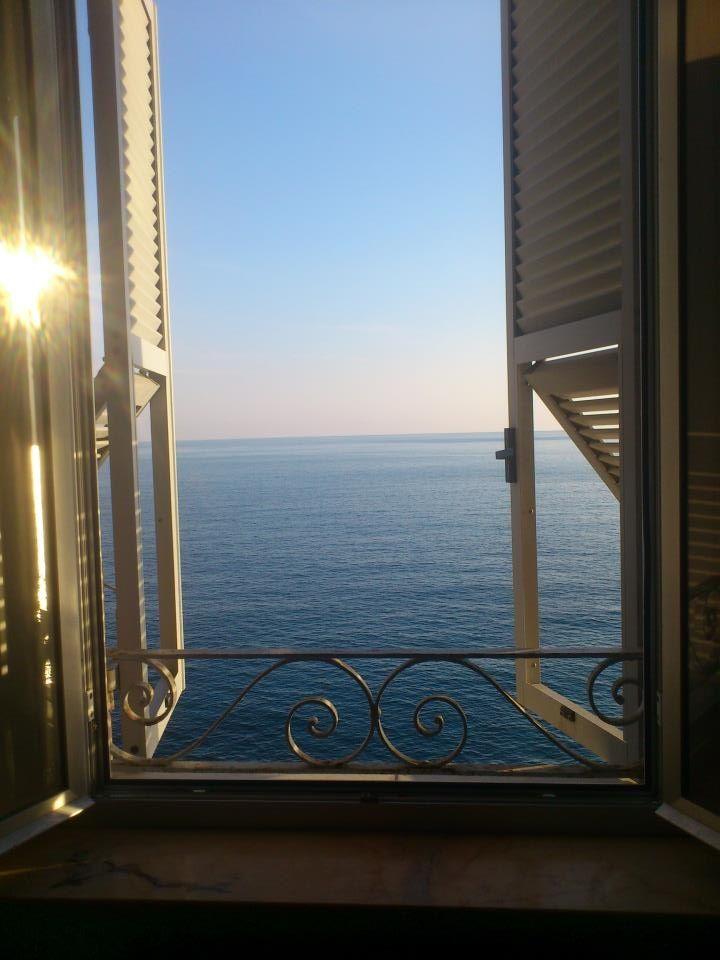 Für meine Strandhütte – ich mag es, dass sich die unteren Fenster öffnen, um Luft abzulassen – Grace