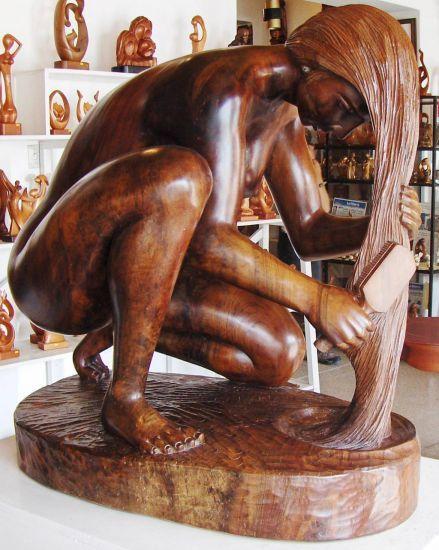 Bañista Luis Anibal Potosi Suarez  País: Ecuador Categoría: Escultura Materiales: Madera