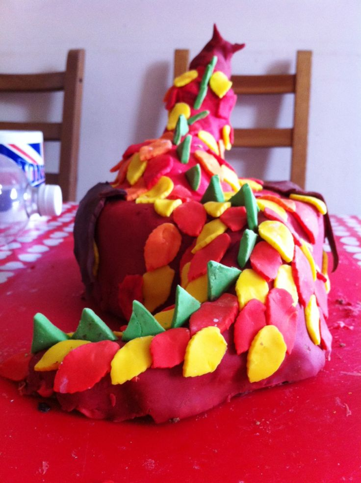 Fire-breathing dragon cake!
