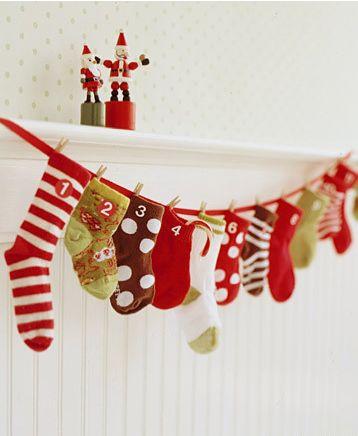 Supersmart sätt att göra en kalender av avlagda strumpor!