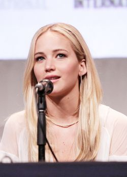 Photos: Jennifer Lawrence attends 'X-Men: Apocalypse' panel at Comic Con | Hunger-Games.Net | Fansite for The Hunger Games | Mockingjay Part 2 movie news, cast, pictures, info