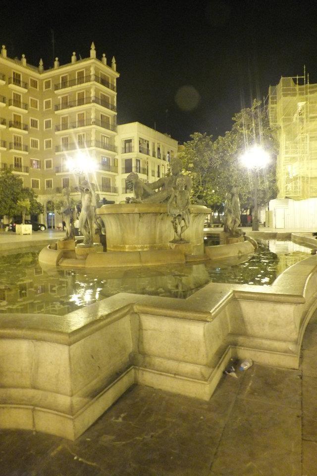 Plaza de la Virgen Fountain