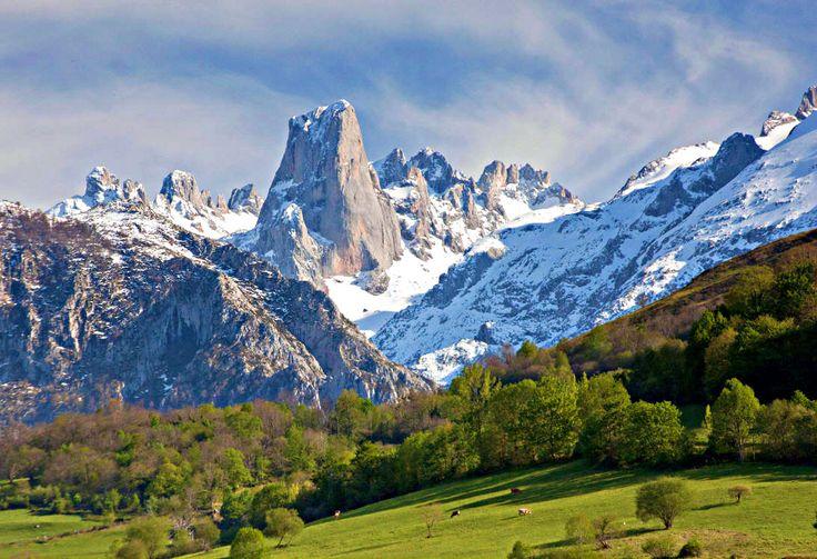 Otro posible destino para este verano: los impresionantes Picos de Europa en Asturias, una de nuestras zonas preferidas en España y en Europa por sus increíbles paisajes, su cercanía a la costa para disfrutar de las playas, su gastronomía y en definitiva por todo lo que pueden rodear a unas vacaciones inolvidables.