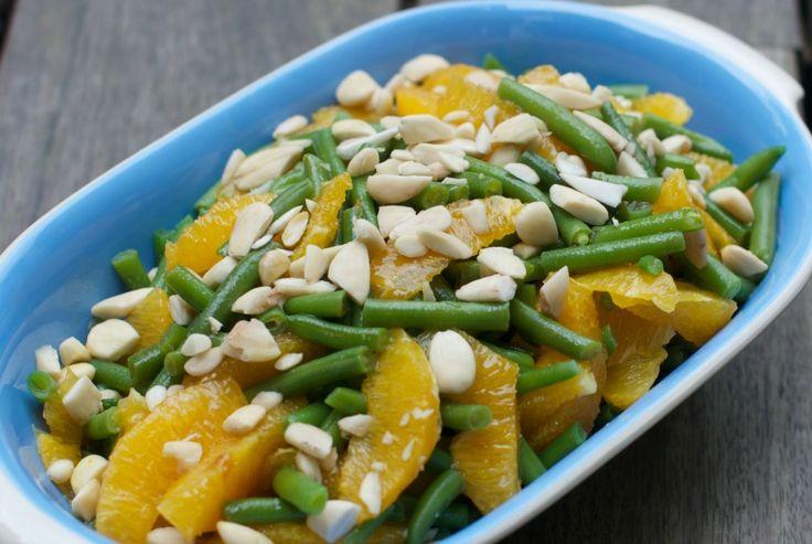Salat med grønne bønner, appelsin og mandler