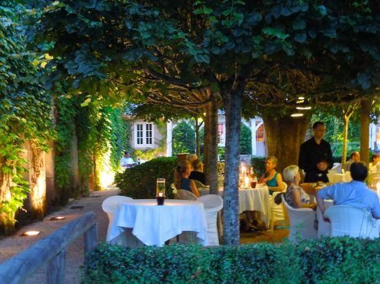 Dining under a canopy of trees (Le Vieux Logis, Trémolat)