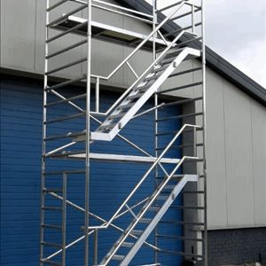 Aluminium trappen toren, rolsteigers met inwendige trappen, 135 x 250 x 835 cm.