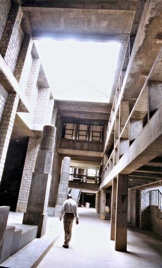 EXPERT-SPEAK: Architect Balkrishna V. Doshi, who designed the IIM-B building, will inaugurate the lecture series in Bangalore on Tuesday. — FILE PHOTO: G.R.N. SOMASHEKAR
