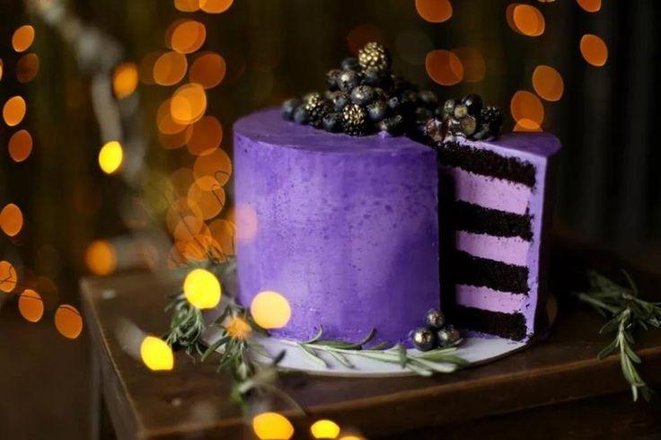 273 отметок «Нравится», 7 комментариев — Учимся украшать торты (@tortdeko) в Instagram: «Торт «Черничные ночи». Влажные терпкие шоколадно-кофейные коржи и плотный ягодный крем создали…»
