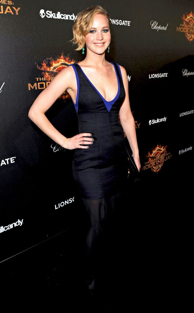 Jennifer Lawrence is super glam in a black and blue number!