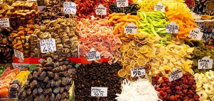 """Das ist Istanbul   Ein Incentive in Istanbul bietet neben der Fülle von Museen, Kirchen, Palästen, Moscheen, Basaren und natürlichen Sehenswürdigkeiten auch ein farbenprächtiges Nachtleben. Mit seinen musikalischen Veranstaltungen von Klassik- bis Popmusik, den größten Discotheken Europas, individuell ausgestatteten Bars und Clubs, der reichen Palette an versteckten Tavernen, den Feinschmeckerlokalen mit landestypischer- und internationaler Küche, ist jeder Abend in Istanbul ein """"echtes…"""