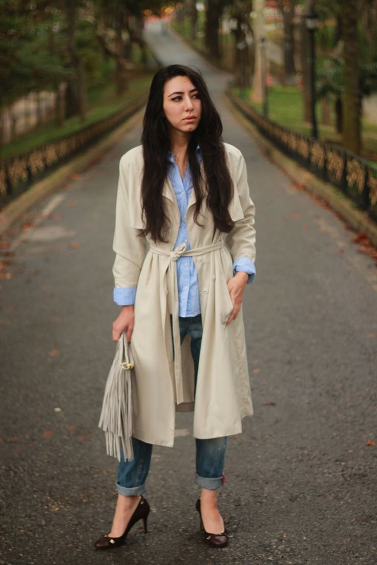 Shop this look on Lookastic:  http://lookastic.com/women/looks/boyfriend-jeans-trenchcoat-dress-shirt-clutch-pumps/4835  — Blue Boyfriend Jeans  — Beige Trenchcoat  — Light Blue Dress Shirt  — Grey Suede Clutch  — Dark Brown Leather Pumps