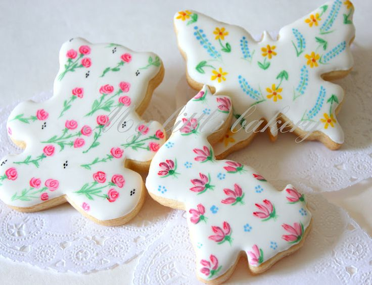 hand painted with food coloring: Patterns Cookies, Paintings Cookies, Floral Patterns, Sugar Cookies, Food Colors, Decor Cookies, Thin Brushes, Cookies Paintings, Easter Cookies