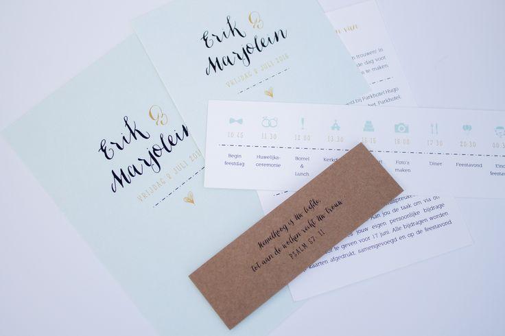 Trouwkaart Erik & Marjolein in mintgroen, goud en kraft - ontwerp door www.leesign.nl #leesign #trouwkaart #stationery #wedding #weddingstationery #kraft #craft #trouwen #bruiloft #mint #mintgroen #goud #gold #classy