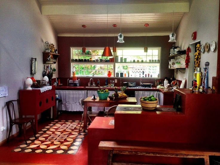 casa de campo São Francisco Xavier - Fogão e Forno a lenha. Despensa com geladeira e forno elétrico. Fogão a gás