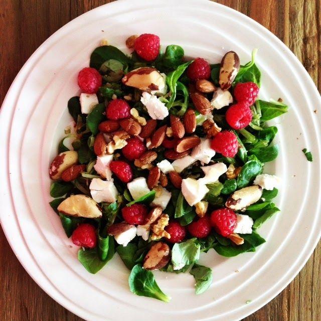 VitaLies: LUNCH RECEPT: Salade met veldsla, frambozen, geitenkaas en noten
