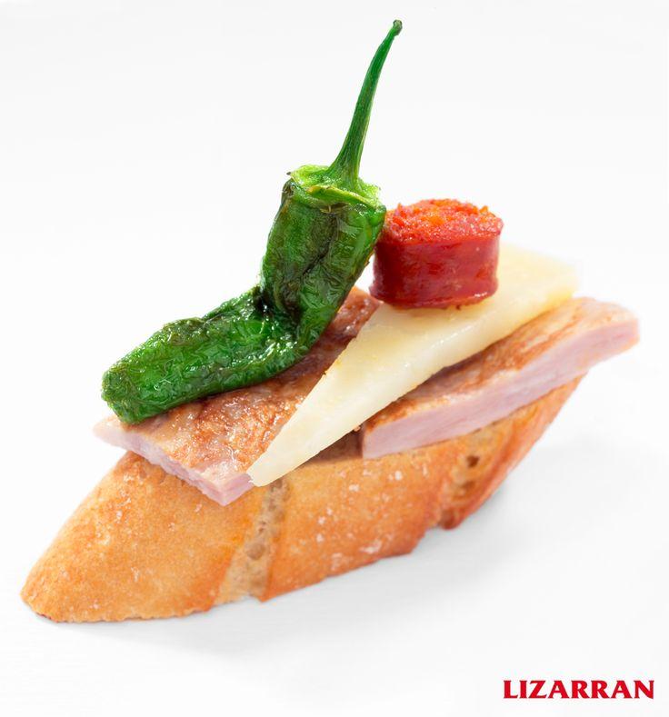Lomo, queso, chistorra y pimiento de Padrón #Lizarran #Pinchos