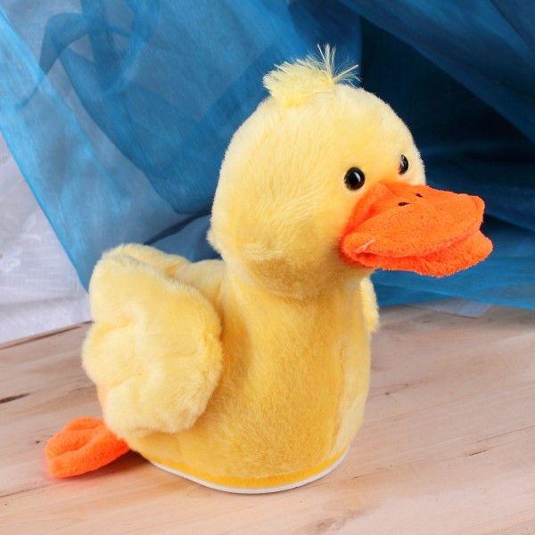 Diese lustige Ente beginnt auf Knopfdruck zu tanzen. Sie spielt den lustigen Quak Quak Song und bewegt dazu ihren Kopf.