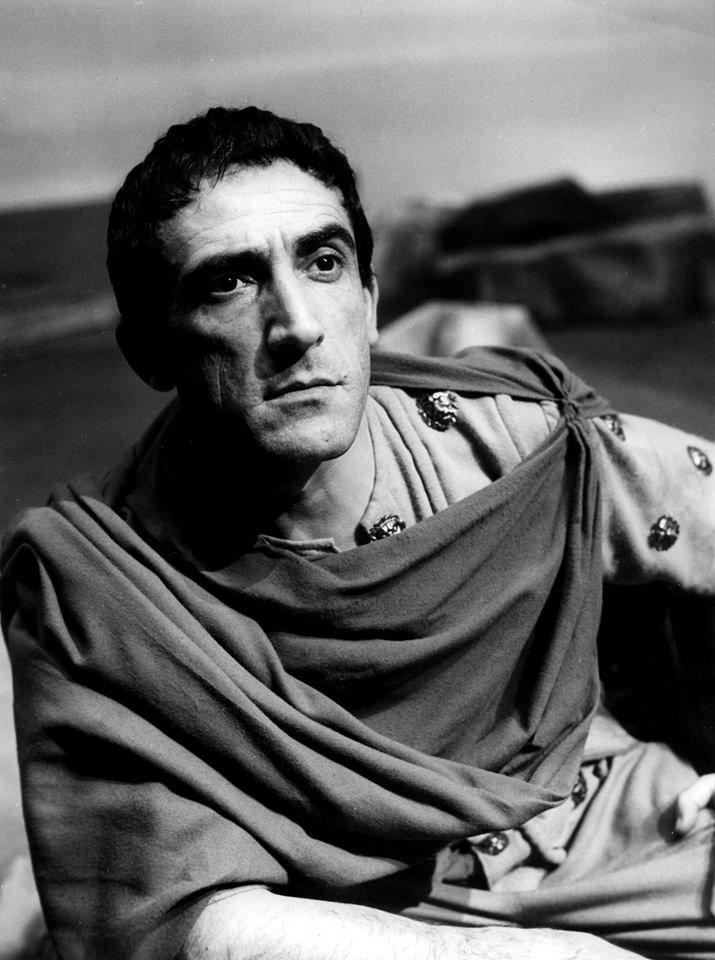 "Dal ""Giulio Cesare"" (1953)   Arnoldo Foa               https://www.facebook.com/ArnoldoFoapaginaufficiale/photos/pb.271453959542274.-2207520000.1417577866./793305394023792/?type=3"