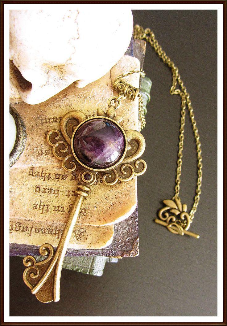 """Collier Sautoir """" Amethyste dungeon key """" - Pierre d'améthyste - Medieval & Fantasy : Collier par la-crypte-des-mages"""