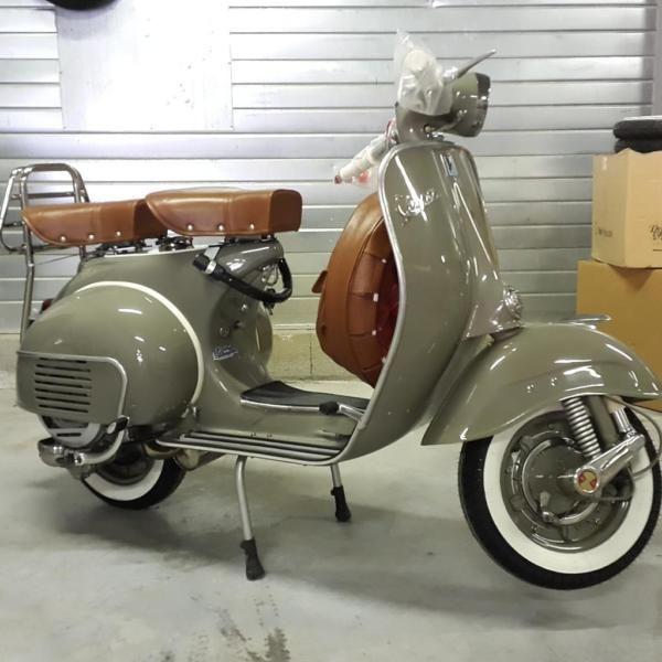 Diese Schöne Vespa Vnb1 Aus Dem Jahr 1960 125ccm Wurde Komplett Restauriert Und Neu Lackiert 125ccm Diese Komplet Vespa Vintage Vespa Scooters Vespa