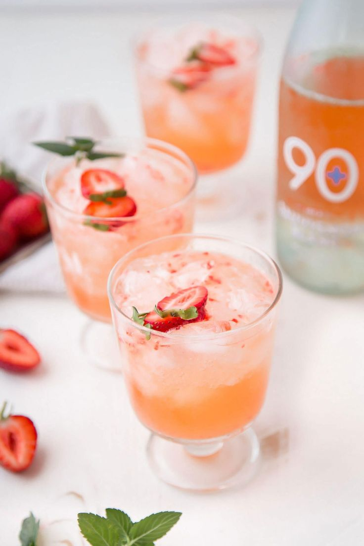 Spritzer Drink, Wine Spritzer Recipe, Wine Slushies, Wine Cocktails, Summer Cocktails, Cocktail Recipes, Drink Recipes, Frozen Cocktails, White Wine Cocktail
