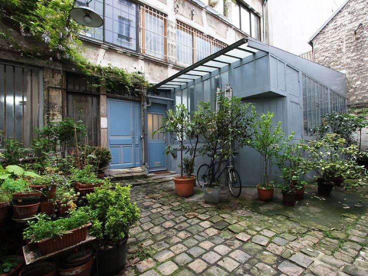 Paris : Loft sous verrière sur cour fleurie