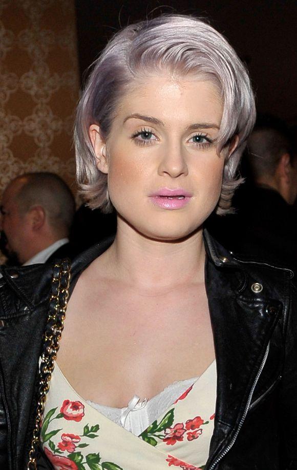 Love Kelly Osbourne's hair color... shiny grey