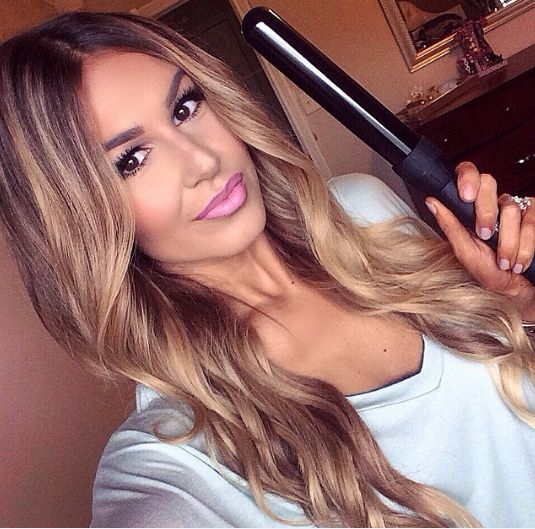 For those of you asking me about what I curl my hair with here it is...The Nume 32mm curling wand from my #CurlJam set! It comes with 3 different size barrels and a straightener . I'm seriously obsessed! The 32mm wand gives me the smoothest beachy waves!