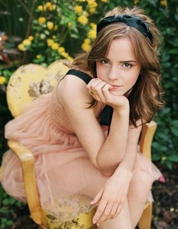 sweet pose: Bridesmaid Dresses, Emma Watson, Beautiful Women, Emmawatson, Harry Potter, Senior Pics, Senior Girls, Photo Shooting, Photography Inspiration