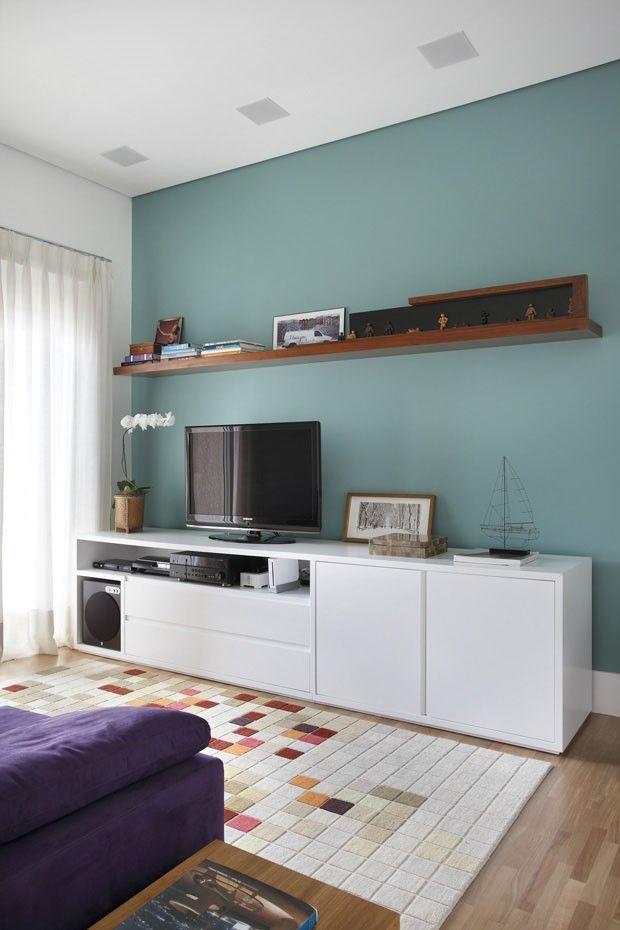 wall color. me deu ideia de fazer a parede da tv num cinza chumbo. ou até um turquesa pastel, oh!